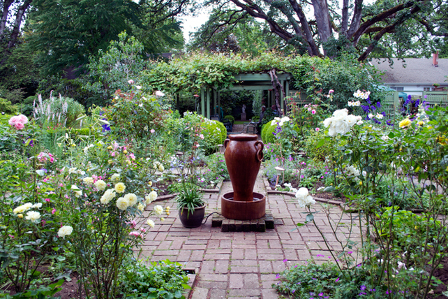 From-MIG-looking-west-from-parterre-to-pergola-to-statueDSC_0045web650x432