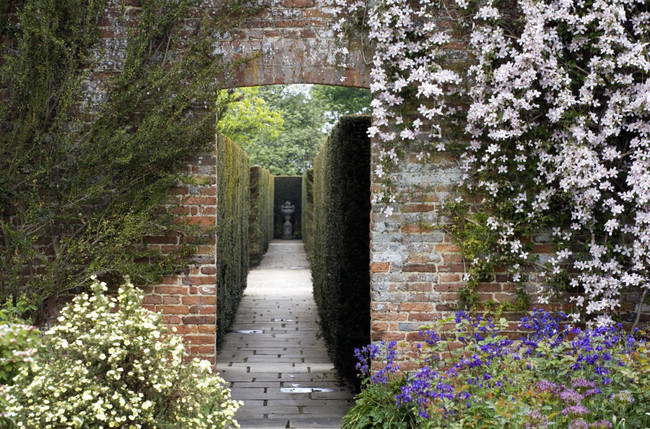 Sissinghurst: Portrait of a Garden
