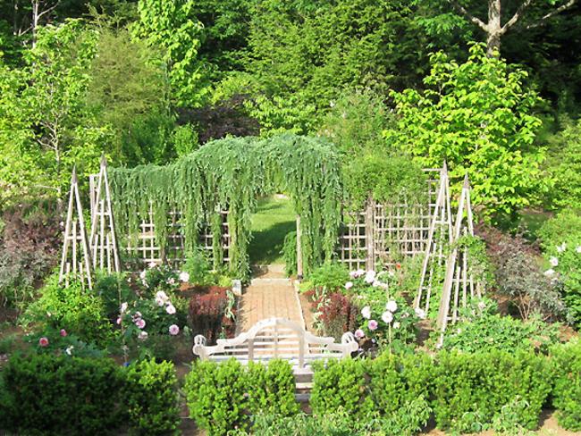 May Place Gardens of Bill and Eileen Elliott : Garden Directory ...