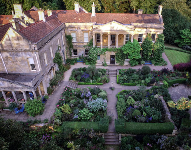 Kiftsgate Court Gardens: Three Generations of Women Gardeners - SOLD OUT