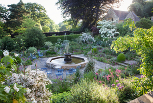 Kiftsgate Court Gardens: Three Generations of Women Gardeners
