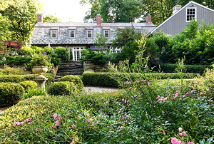 Old Barlow's Carriage House and Garden